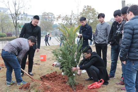 光伏发电系开展植树节活动